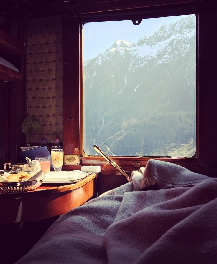 2017Oct3 Good morning. 1,245 mentions J'aime, 37 commentaires - Venice Simplon-Orient-Express (@vsoetrain) sur Instagram _ _Breakfast with a view #discoverbelmond_